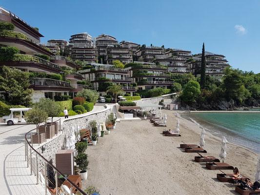 Dukley Beach mit Hotelanlage Dukley Gardens