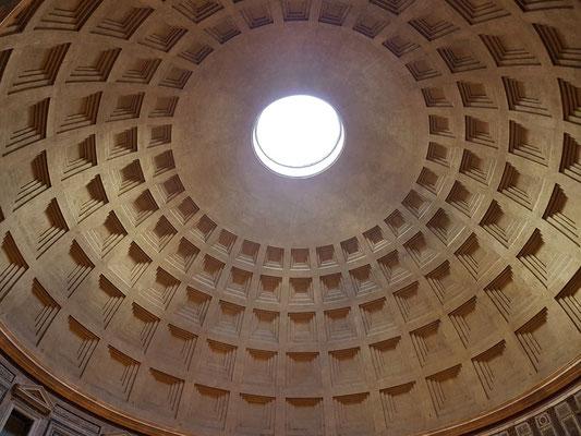 Blick in die Kuppel des Pantheons