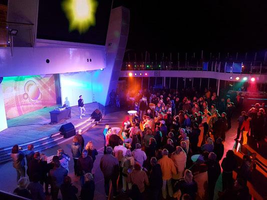 Poolparty mit DJ Niko und Lasershow