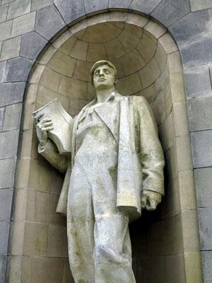 Kulturpalast, Skulptur im Stil des Sozialistischen Realismus