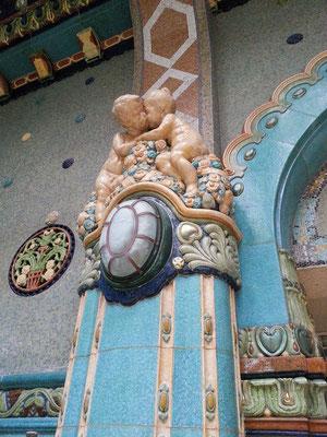 Gellért Thermalbad, Jugendstildekor im Innenbecken