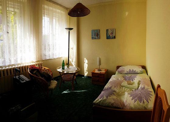 Mein Einzelzimmer in der Pension Landfrauen. Bad und Toilette sind über den Flur erreichbar.