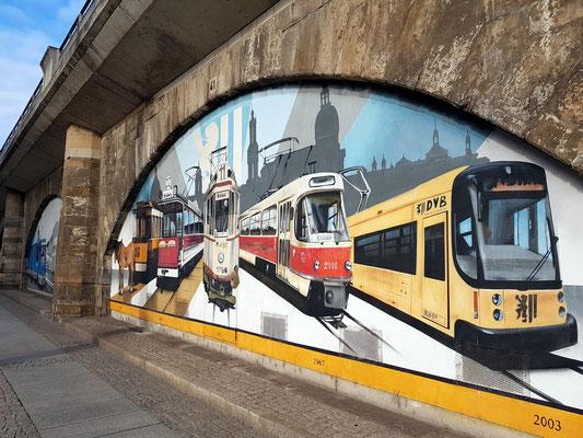 Wandmalerei an der Eisenbahnbrücke Ecke Magdeburger Straße/Könneritzstraße