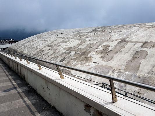 Konzerthaus Oscar Niemeyer, Verfallserscheinungen des Daches