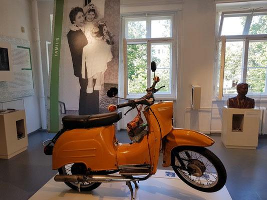 """Die """"Simson Schwalbe"""", Kleinkraftrad der DDR, das von Simson in Suhl hergestellt wurde (heute ein Kultfahrzeug)"""