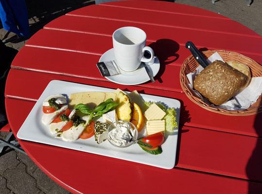 Mein Frühstück im der Pausch-Gastronomie an der Hafenstraße