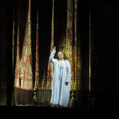 Applaus für Albina Shagimuratova (Darstellerin der Violetta Valéry)