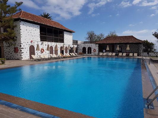 Swimmingpool des Parador Nacional
