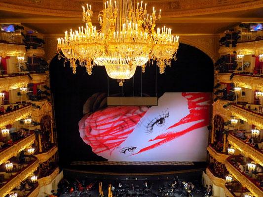 Bolshoi-Theater, Bühnenprojektion für La Traviata (in der Pause)
