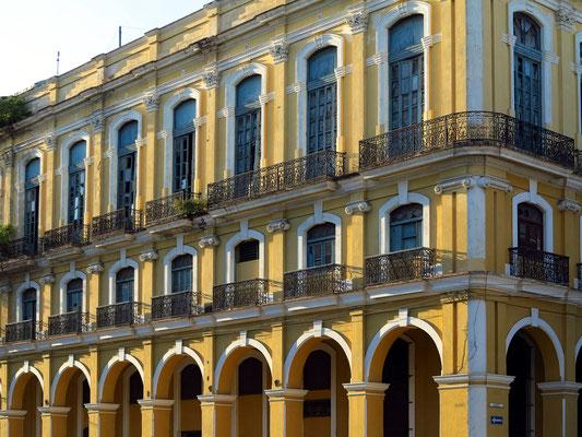 Restauriertes Gebäude in der Calle Mision
