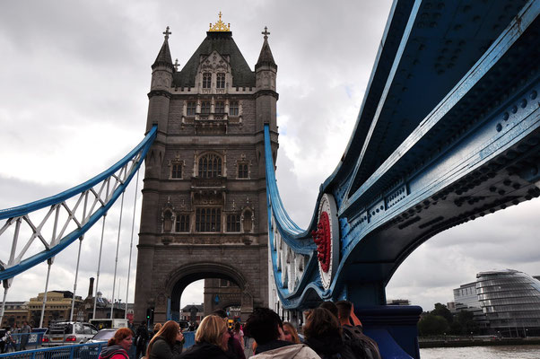 Auf der Tower Bridge