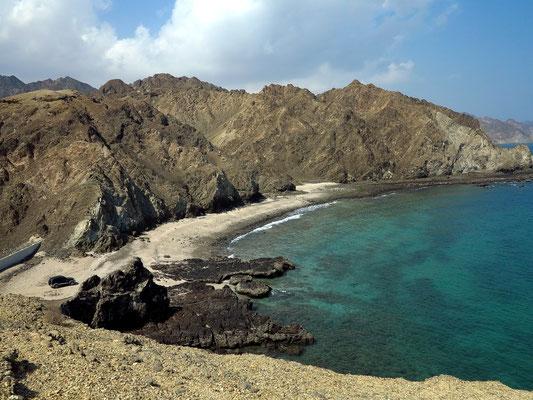 Quantab. Blick von der Felsenhalbinsel nach Norden auf die Küste