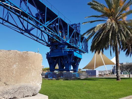 Las Palmas, Grúa Titán. Der Titan-Kran ist ein außergewöhnliches Relikt der Industriekultur des Hafens vom Anfang des 20. Jahrhunderts und diente zum Transport der bis zu 80 Tonnen schweren Betonblöcke.