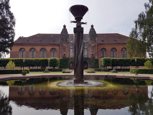 Wasserskulptur von Mogens Møller im Garten der Königlichen Bibliothek (Det kongelige Biblioteks Have)