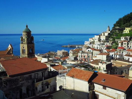 Blick vom Dach der Casa MAO auf Amalfi und das Meer