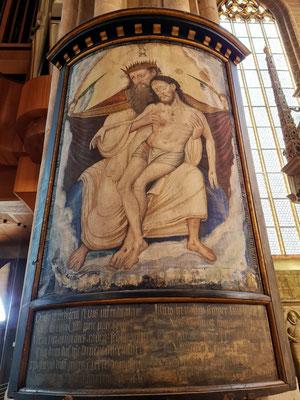 Tafelbild am Langhauspfeiler mit der Darstellung des Gnadenstuhls (Bildtypus der christlichen Kunst zur Darstellung der Trinität), Darstellungsvariante in Analogie zur Pietà