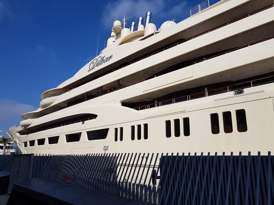 Megayacht Dilbar, 156 m Gesamtlänge, 15.500 BRZ, die größte Yacht der Welt (Stand 2019), Eigner ist der russische Oligarch Alischer Usmanow