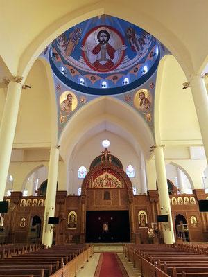 Koptisch Orthodoxe Kathedrale des Erzengels Michael, Kirchenschiff mit Blick in die Kuppel