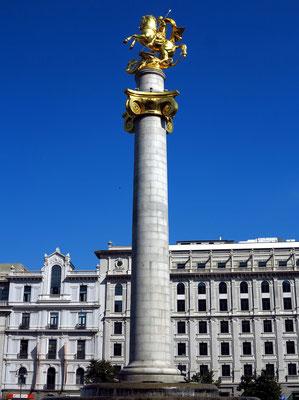 Statue des Heiligen Georg auf dem Freiheitsplatz (Bildhauer: Surab Zereteli)