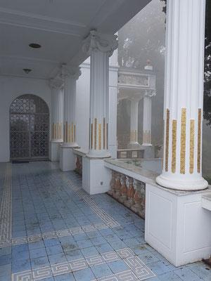 Eingang der Villa Lysis, mit Jugendstil-Dekor