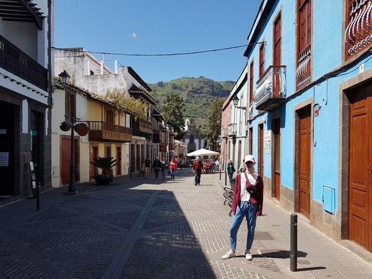 Teror, Calle de Real de la Plaza, mit Blick auf die Basilika Virgen del Pino