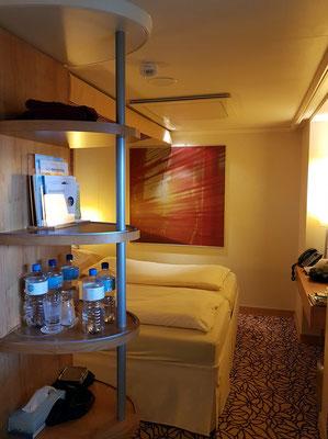 Außenkabine mit eingeschränkter Sicht 6229, Doppelbett mit zwei Matratzen, Stauraum für Koffer unter dem Bett, Flachbildschirm mit Infotainment, Bug- und Heckkamera usw. Klimaanlage, 3 Spiegel