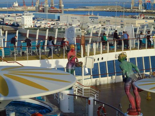 Blick von der AIDAmar auf den Hafen von Cádiz