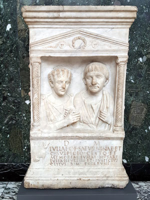Grabaltar für Julia Saturnina und Gaius Sulpicius Clytus, ca. 130 v. Chr., Marmor