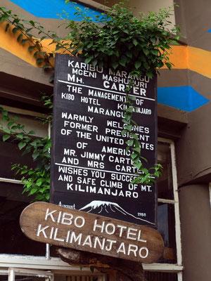 Werbetafel am Hotel Kibo mit Hinweis auf den prominenten Besuch im August 1988