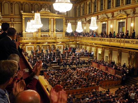 Großer Saal des Wiener Musikvereins, Blick von der Empore, Applaus nach dem Tschaikowski-Konzert