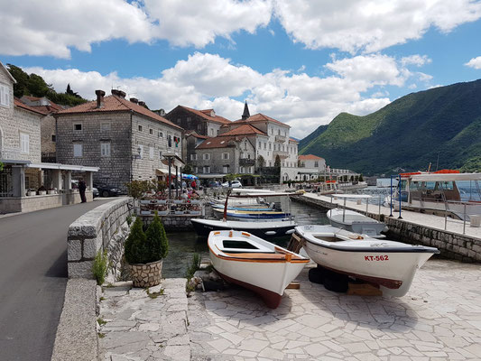 Kleiner Fischerhafen in Perast