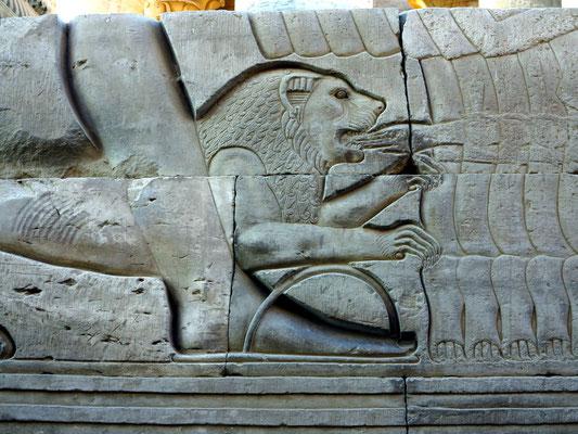 Der Löwe des römischen Kaisers frisst die Hand eines Feindes.