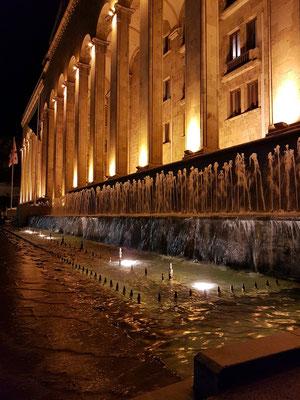 Brunnenanlage vor dem Parlament