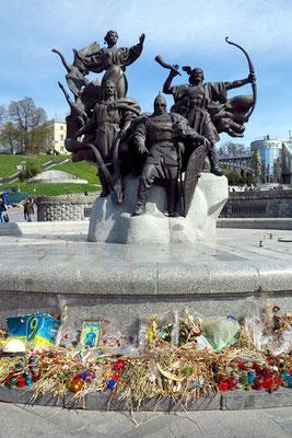 Brunnen der Stadtgründer mit den Statuen der vier legendären Gründer Kiews, Kyj, Schtschek, Choriw und Lybid