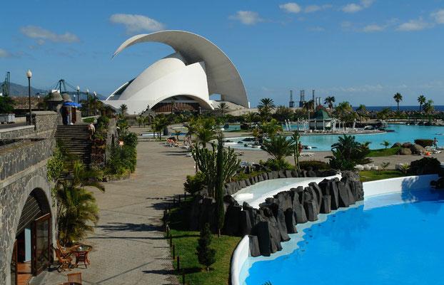 Santa Cruz de Tenerife. Parque Marítimo César Manrique mit Freibadanlage