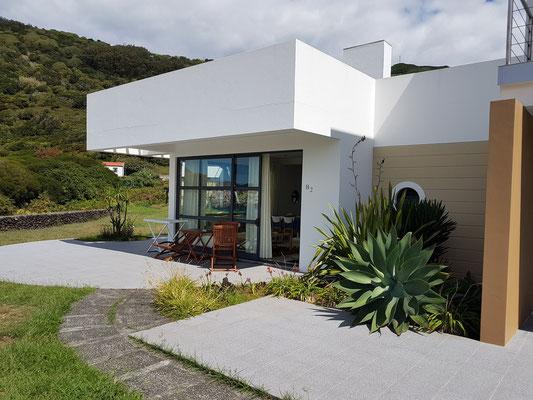 Moderne Ferienanlage Cantinho das Buganvilias, Wohnzimmer und Terrasse