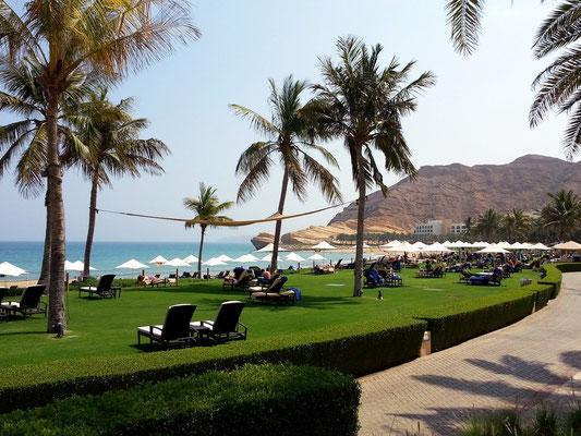 Shangri-La's Barr Al Jissah Resort & Spa, Gartenanlage und Strand