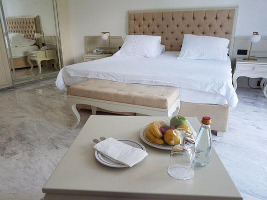 Schale mit Obst als Präsent des Hotels
