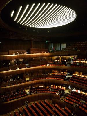 Norwegens größter Kronleuchter, 7 Meter Durchmesser, 8,5 Tonnen, 8500 Leuchtdioden