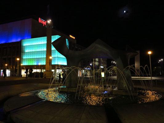 Neues Slowakisches Nationaltheater Bratislava, Blick zum Einkaufszentrum EUROVEA