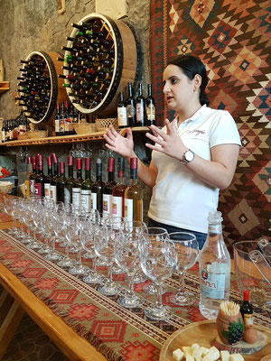 Verkostung von Wein und Spirituosen im Weinort Areni