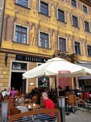 Café BREADWAY auf der Westseite des Marktplatzes (Rynek)