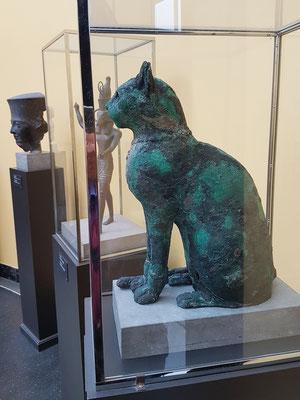Sarkophag einer mumifizierten Katze, unbekannter Fundort, Bronze, wahrscheinlich 26. Dynastie, 664-525 BC