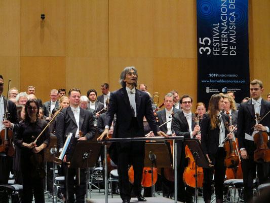 Applaus für den Generalmusikdirektor Kent Nagano und das Philharmonische Staatsorchester Hamburg