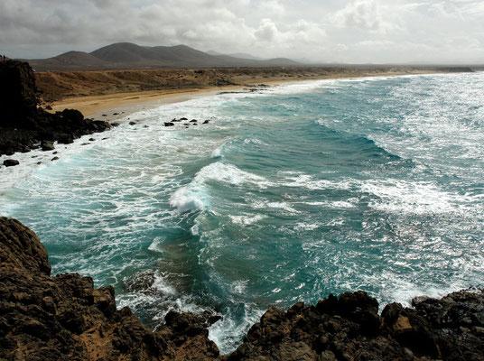 Steilküste und kleine Badebuchten südlich von El Cotillo
