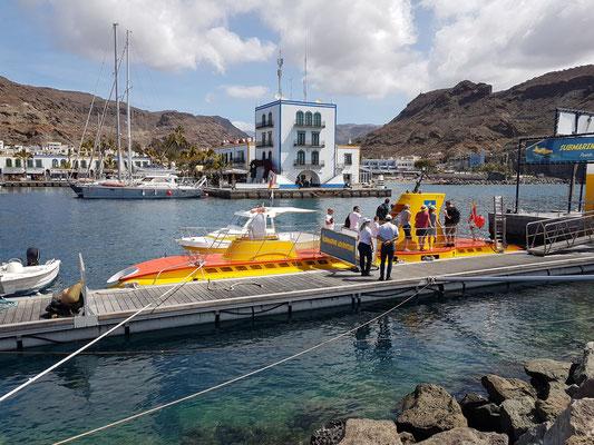 """Tauchboot """"Yellow Submarine"""" im Hafen von Puerto de Mogán"""