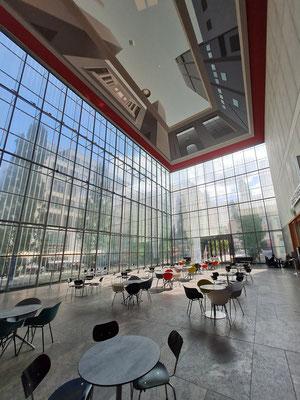 Museum der Bildenden Künste, Eingangshalle mit Café