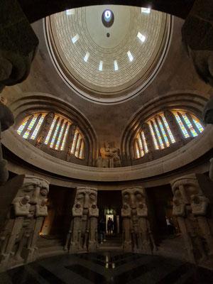 Blick von der Krypta bis zur Kuppel