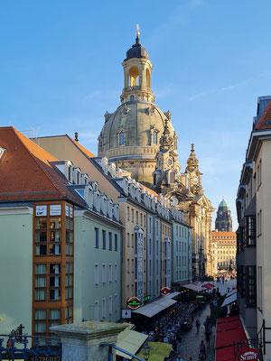 Blick von der Brühlschen Terrasse in die Münzgasse und zur Frauenkirche