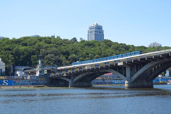 Metro Bridge, Blick zum Hochufer von Kiew